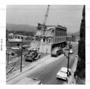 Demolition of the Flatiron building in September of 1962.